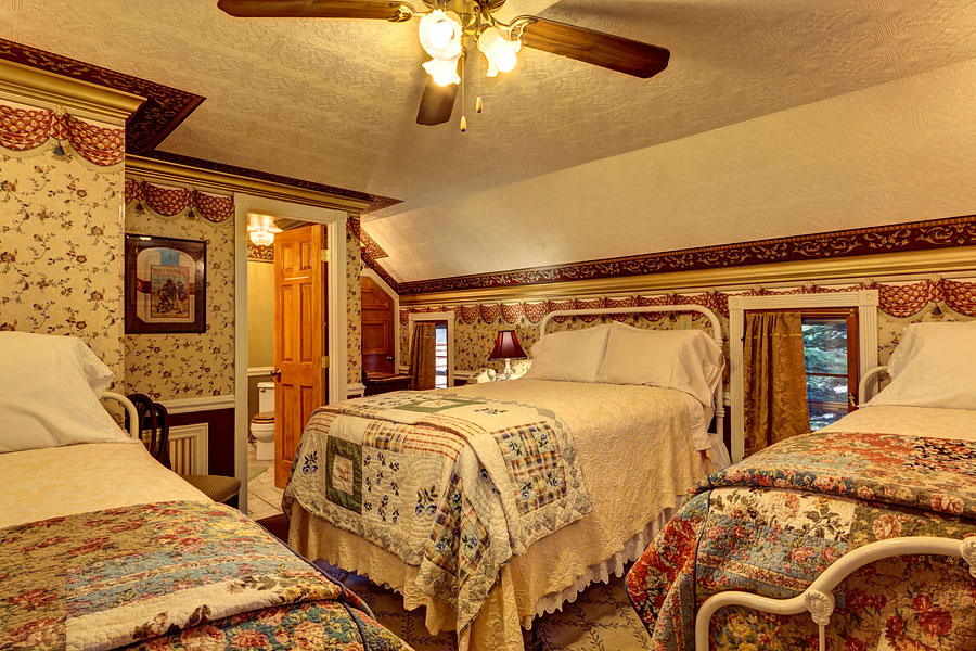 Frisco Lodge Deluxe Room